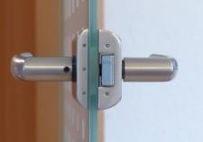 door-lock-123174_640